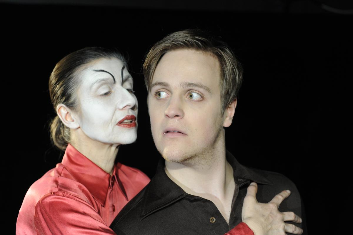 "Premiere ""Dr. Faustus lights the lights"" von Gertrude Stein"