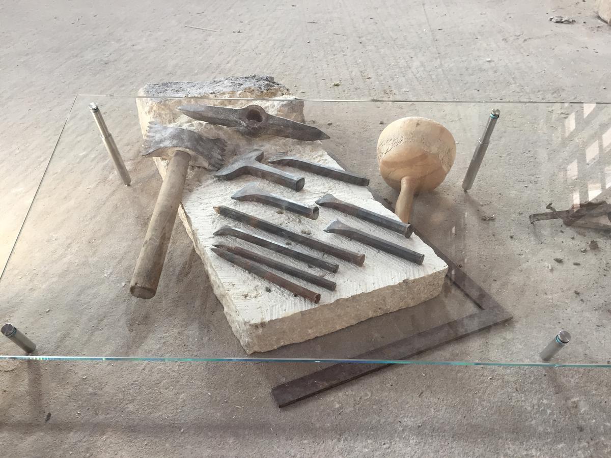Stein und blanker Stahl: mittelalterliche Steinmetz- und Schwertkunst auf der Cadolzburg